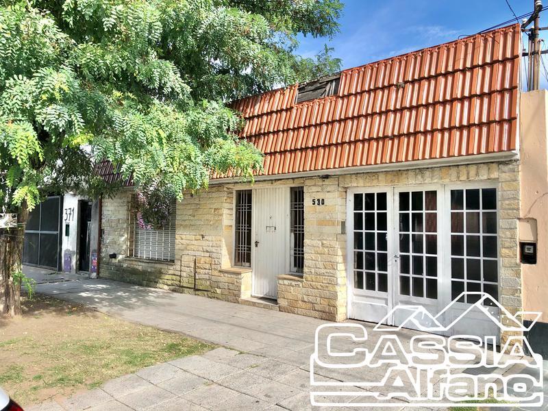 Foto Casa en Venta |  en  Lomas de Zamora Oeste,  Lomas De Zamora  TUNUYAN 530