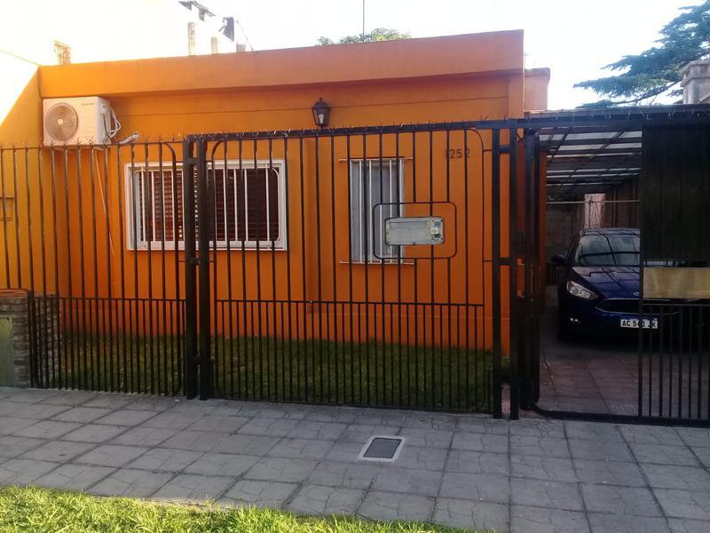 Foto Casa en Venta en  Lomas de Zamora Oeste,  Lomas De Zamora  Pereyra Lucena 1252