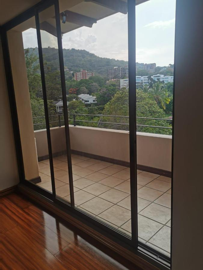 Foto Departamento en Renta en  San Rafael,  Escazu  Escazú/ 3 habitaciones + servicio / Excelente Ubicación / Piscina