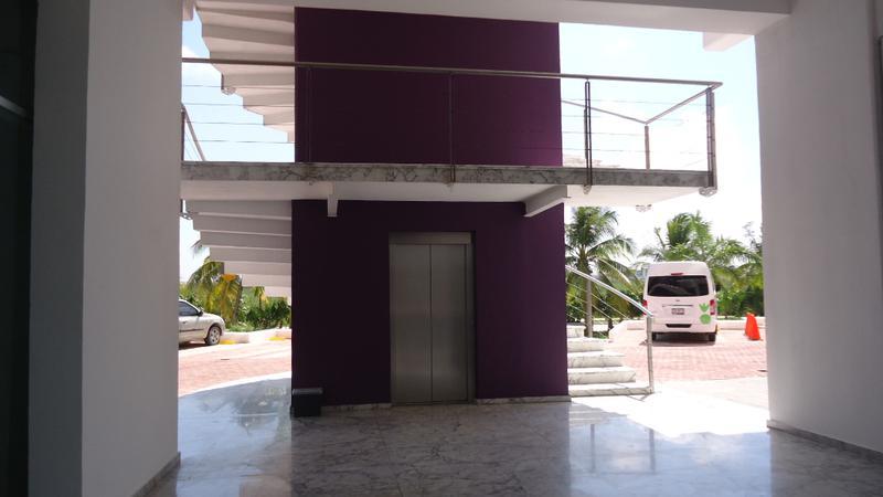 Foto Local en Venta en  Cancún Centro,  Cancún  Local Comercial en Venta en esquina Diomeda, dentro de Puerto Cancun
