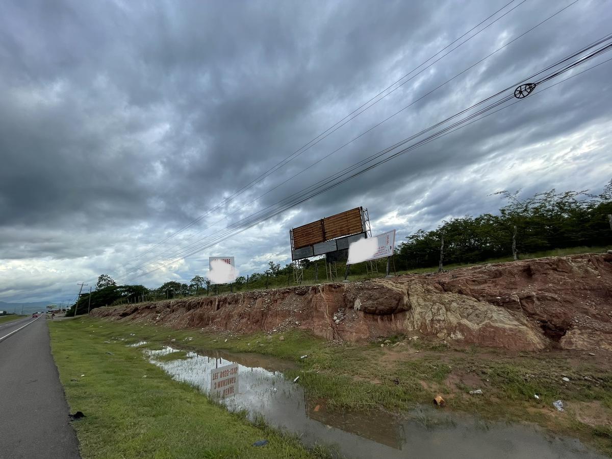 Foto Campo en Venta en  Comayagua ,  Comayagua  Terreno Comercial Plano Cerca de Palmerola en Venta, Comayagua