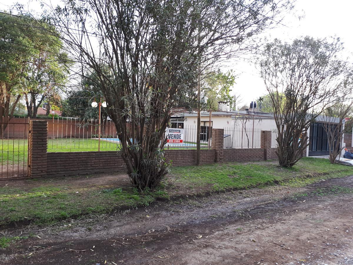 Foto Casa en Venta en  Funes ,  Santa Fe  Sargento Cabral al 1400