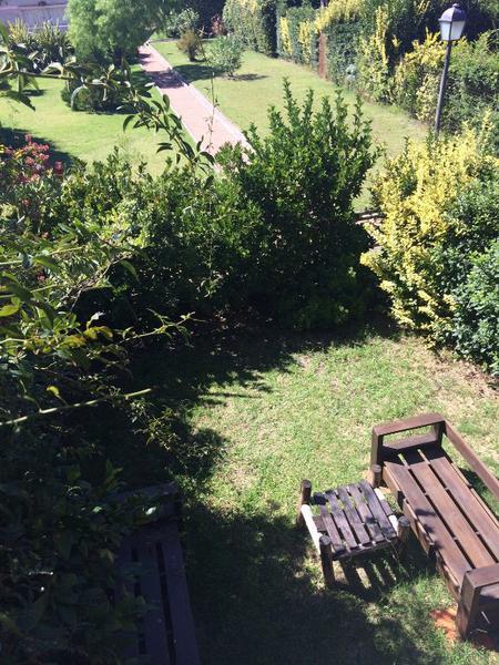Foto Casa en Venta en  Carrasco Norte ,  Montevideo  Predio cerrado, impecable, 3 dormitorios