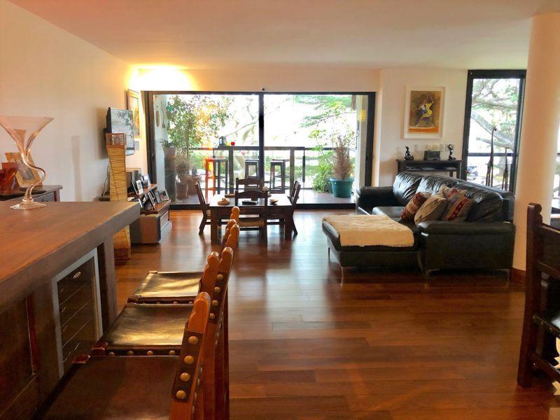 Foto Apartamento en Alquiler en  Carrasco ,  Montevideo  RAUL JUDE 6300