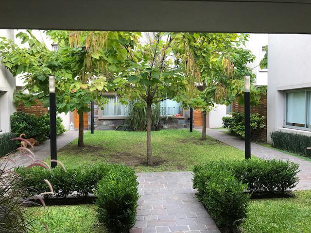 Foto Casa en Venta en  Lomas de Zamora Oeste,  Lomas De Zamora  Alvear al 400