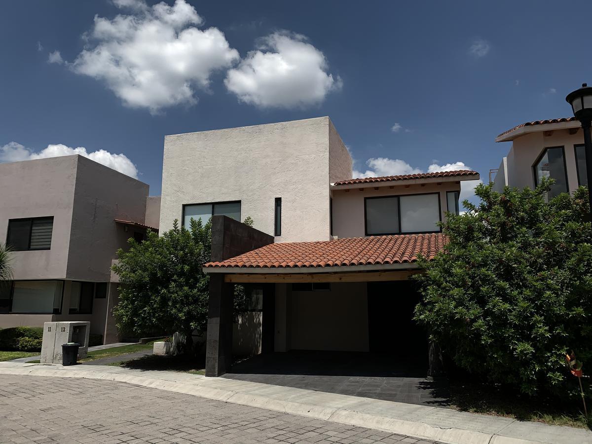 Foto Casa en Renta en  Club de golf Balvanera Polo y Country Club,  Corregidora  CASA EN RENTA EN CLUB DE GOLF BALVANERA POLO &  COUNTRY CLUB UNICA CON VISTA!