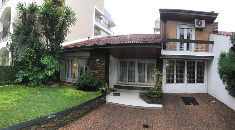 Foto Casa en Venta |  en  Adrogue,  Almirante Brown  Pellerano al 700