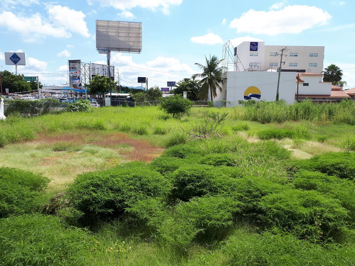 Foto Terreno en Venta en  Zona comercial Desarrollo Urbano 3 Ríos,  Culiacán  TERRENO DE 14,560 M2 JUNTO A STARBUCKS 3 RÍOS