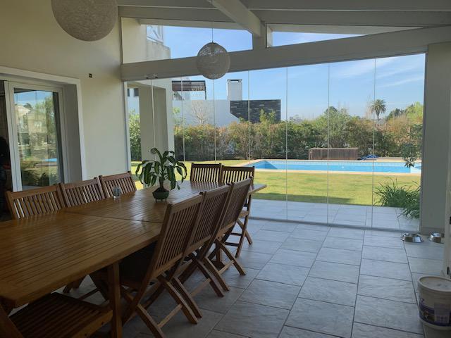 Foto Casa en Alquiler en  Nordelta,  Countries/B.Cerrado (Tigre)  ALQUILER CASA AL AGUA BARRIO CASTORES NORDELTA