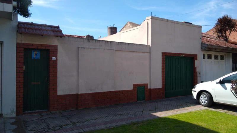 Foto Casa en Venta en  Banfield Este,  Banfield  Cabrera 1222