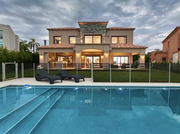Foto Casa en Alquiler en  Los Lagos,  Nordelta  Alquiler de casa en dos plantas sobre el lago 6 amb. mas hab. de servicio, Nordelta
