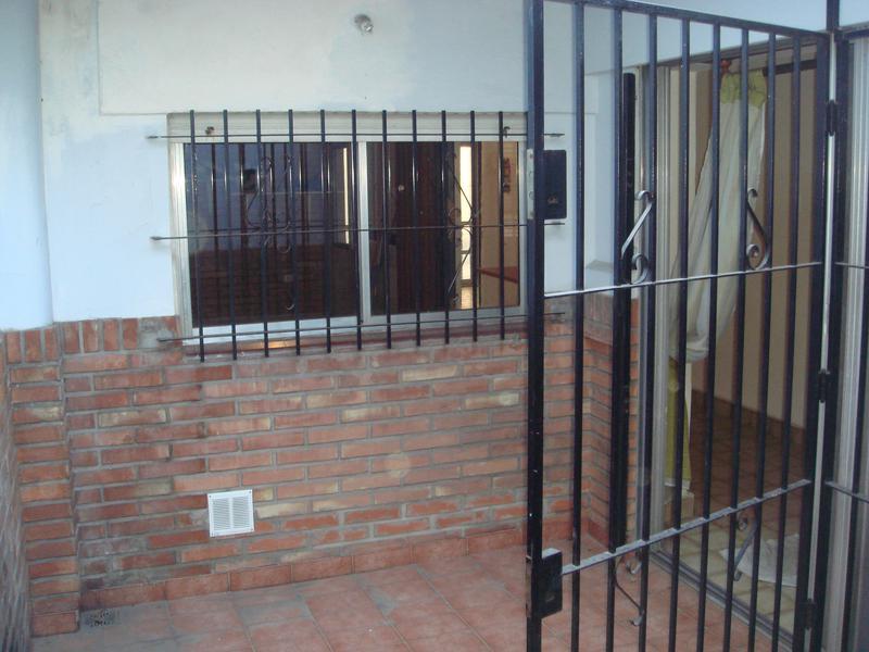Foto Casa en Venta en  Valentin Alsina,  Lanús  La Rioja al 1000