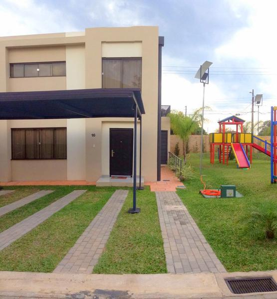 Foto Casa en Alquiler en  Luque ,  Central  Boulevard