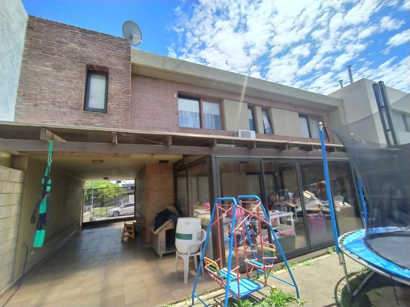 Foto Casa en Venta en  Miradores de Manantiales,  Cordoba Capital  Altos de Manantiales !! Barrio con Seguridad !! 3 dorm !!