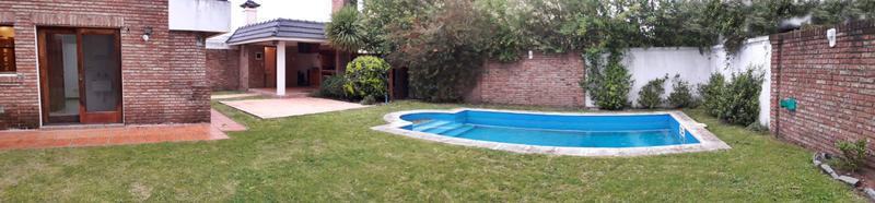 Foto Casa en Alquiler en  Carrasco ,  Montevideo          Jardines de Carrasco, alquiler casa, 5 dorm + servicio, piscina