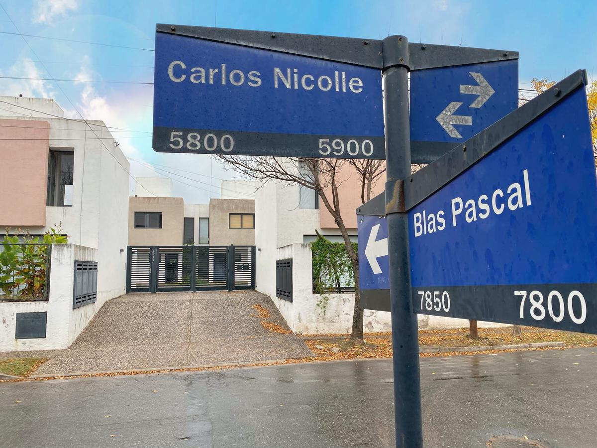 Foto Casa en Venta en  Villa Belgrano,  Cordoba Capital  Casa en Housing - Villa Belgrano  - Blas Pascal esq. Carlos Nicolle - a 300 mts del Carrefour de Recta Martinolli