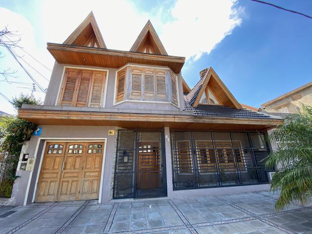 Foto Casa en Venta en  Banfield Oeste,  Banfield  Sommaruga 45