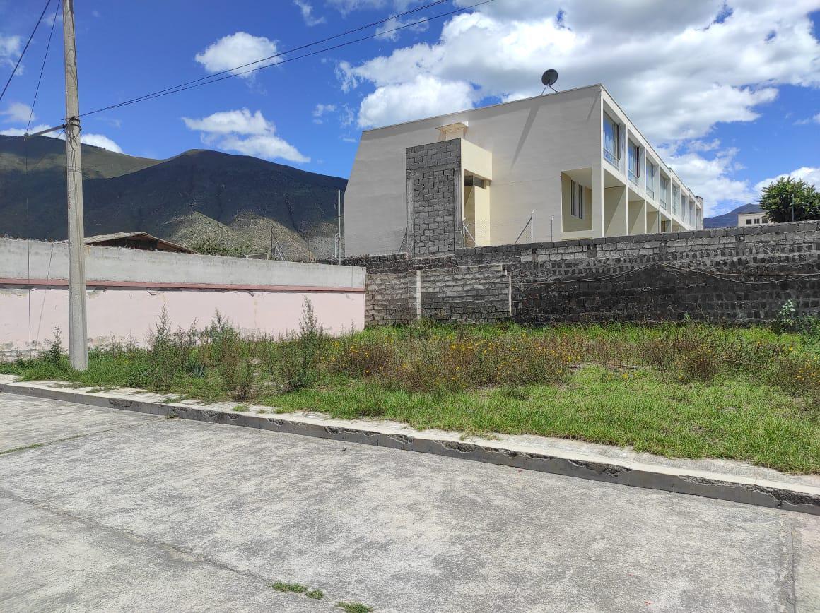 Foto Terreno en Venta en  Mitad del Mundo,  Quito  San Antonio - Mitad del Mundo Av Equinoccial