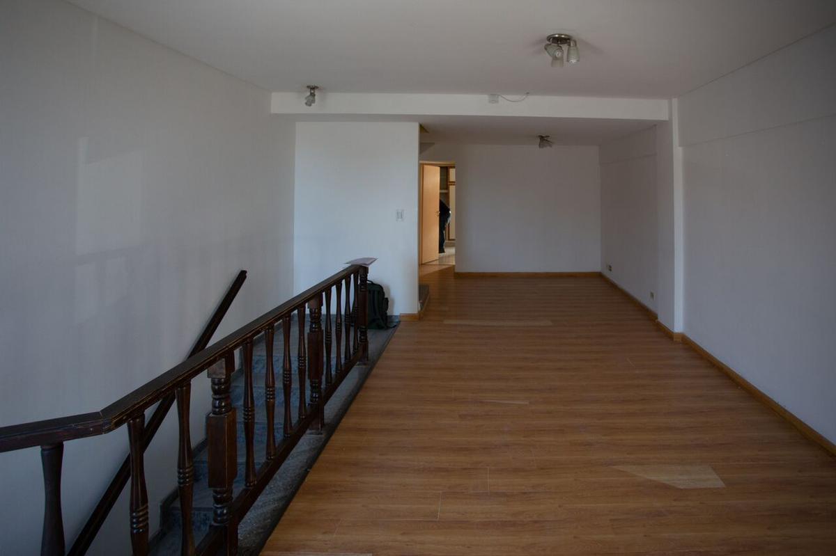 Foto Casa en Venta en  Neuquen,  Confluencia  Venta Triplex 4 Dormitorios - Centro Oeste Nqn