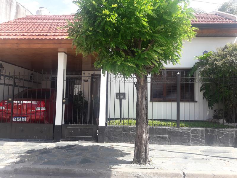 Foto Casa en Venta en  Remedios De Escalada,  Lanus  Pasaje Eguren al 300