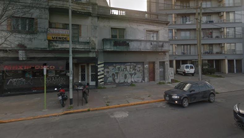 Foto Local en Venta en  Avellaneda,  Avellaneda  Excelente Local Comercial. Oportunidad. Hipolito Yrigoyen al 1800