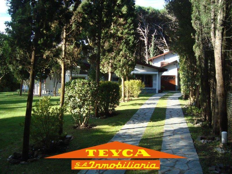 Foto Casa en Venta en  Carilo ,  Costa Atlantica  AV. Constancia 1598 E/ Caoba y Araucaria
