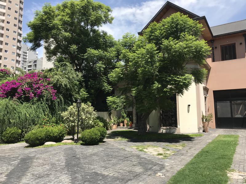 Foto Casa en Alquiler | Venta en  Lomas de Zamora Oeste,  Lomas De Zamora  LORIA 636