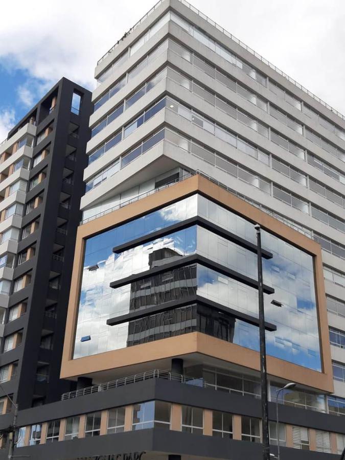 Foto Oficina en Venta en  Centro Norte,  Quito  Av. Amazonas y Santa María, amplia oficina, hermosa vista, con balcón