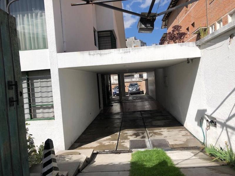 Foto Casa en Venta en  Centro Norte,  Quito  Sector La Paz, amplia casa ideal para constructores