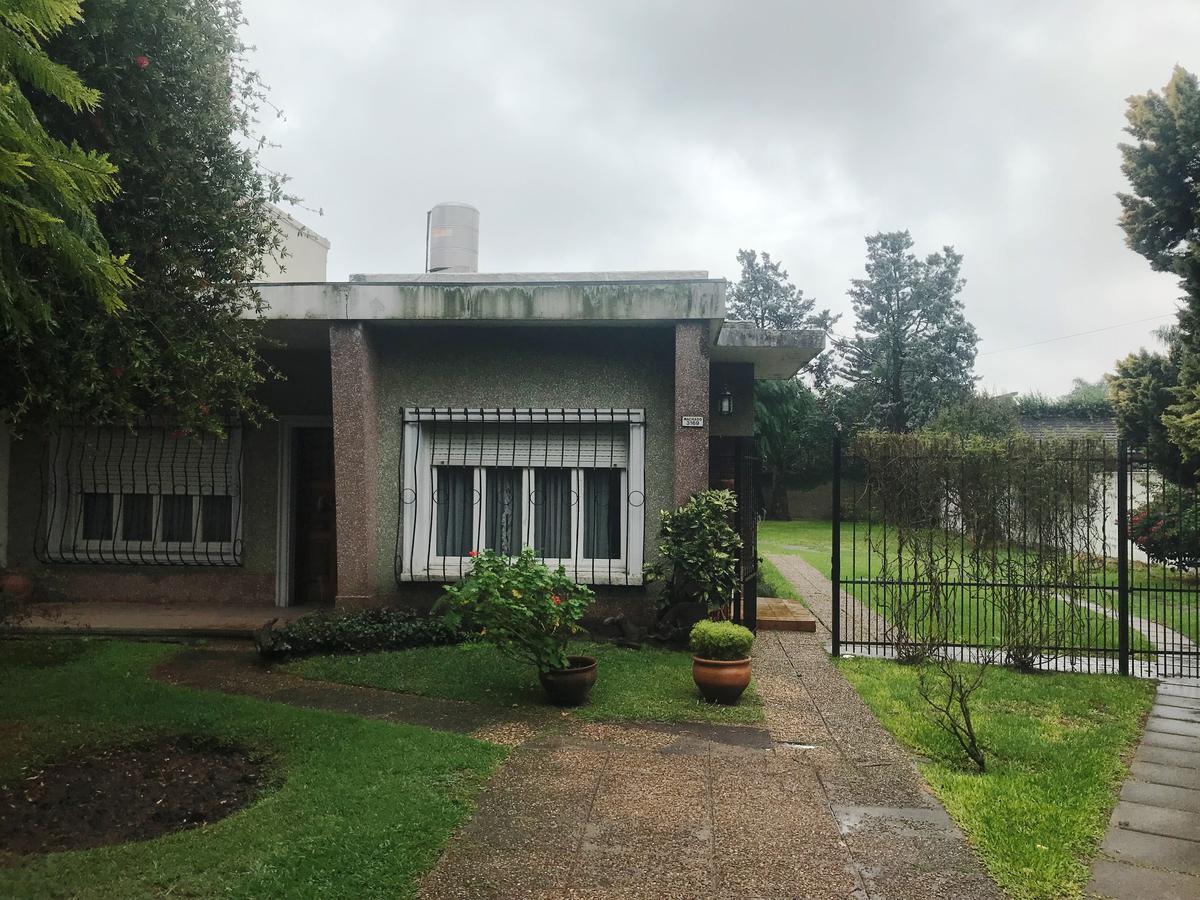 Foto Casa en Venta |  en  Castelar,  Moron  Machado al 3100