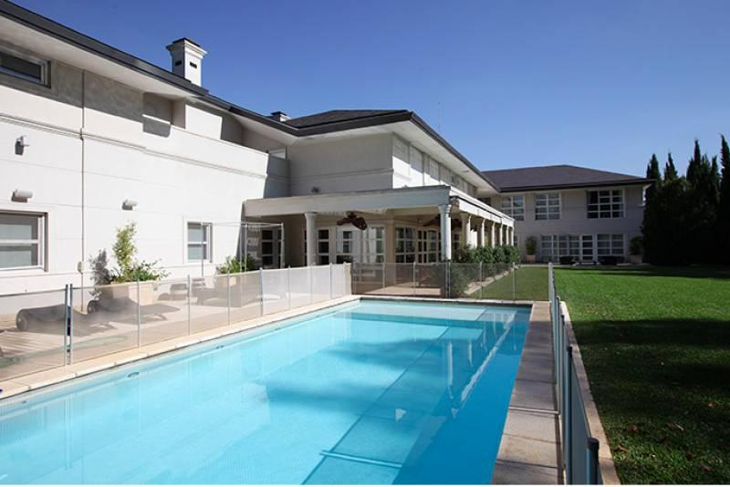 MIRAFLORES Magnífica casa de 1100m2, lote 4000m2, 6 dorm. en venta