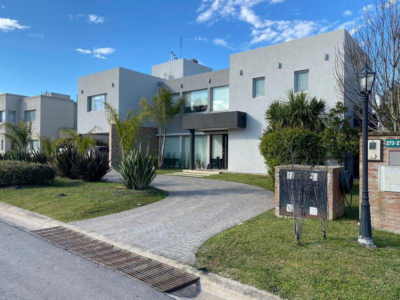 Foto Casa en Venta en  Barrio Don Joaquin,  Countries/B.Cerrado (Ezeiza)  Venta - Casa en Don Joaquín
