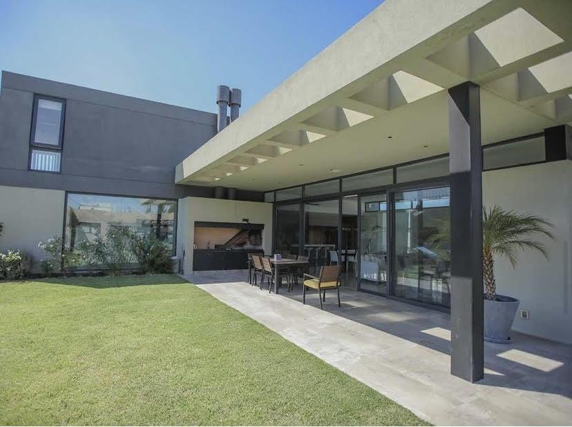 Foto Casa en Venta | Alquiler en  Altos de La Tahona,  Countries/B.Cerrado (Carrasco)  Barrio Altos de la Tahona