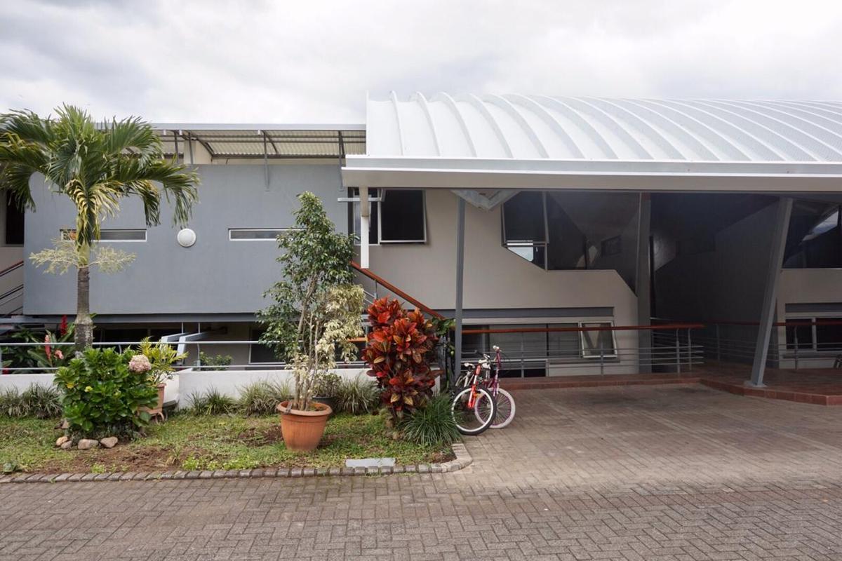 Foto Casa en condominio en Renta en  Escazu ,  San José        Cerca a Construplaza/ moderna/ segura