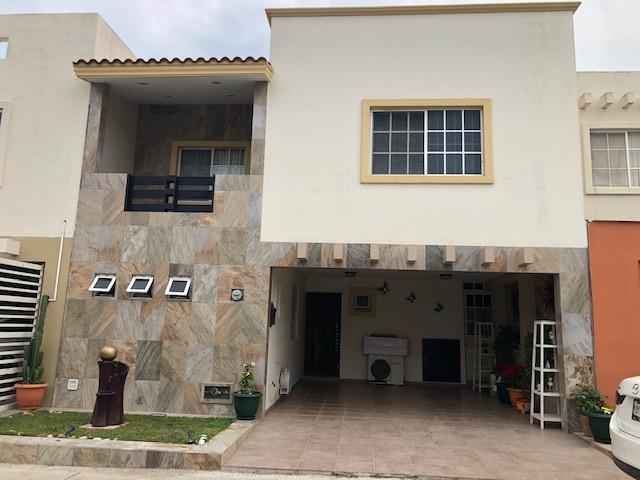 Foto Casa en Venta en  Altamira ,  Tamaulipas  Casa en Fraccionamiento Villas Nautico con acceso a Alberca