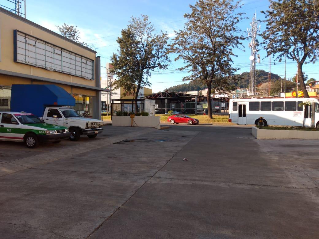 Foto Local en Renta en  Rafael Lucio,  Xalapa  Local comercial en renta en Xalapa Veracruz sobre Av. Lazaro Cardenas dentro de plaza comercial, planta alta y estacionamiento