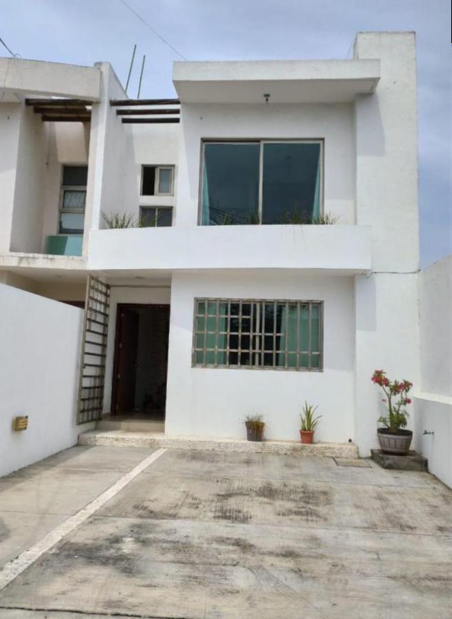 Foto Casa en Venta en  Vista Alegre,  Boca del Río   Casa, Recámara en Planta Baja, Col. Vista Alegre.