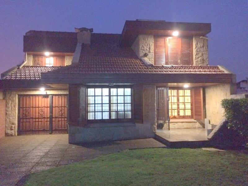Foto Casa en Venta en  Faro,  Mar Del Plata  Isla de Cerdeña al 600