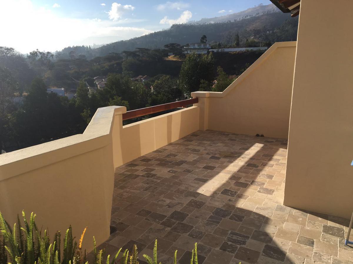 Foto Casa en Venta en  Cumbayá,  Quito  Cununyacu, a dos cuadras de la Ruta Viva