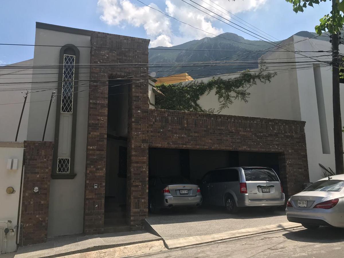 Foto Casa en Venta en  Pedregal La Silla 2 Sector,  Monterrey  Casa en Venta en Pedregal de la Silla - Zona Sur