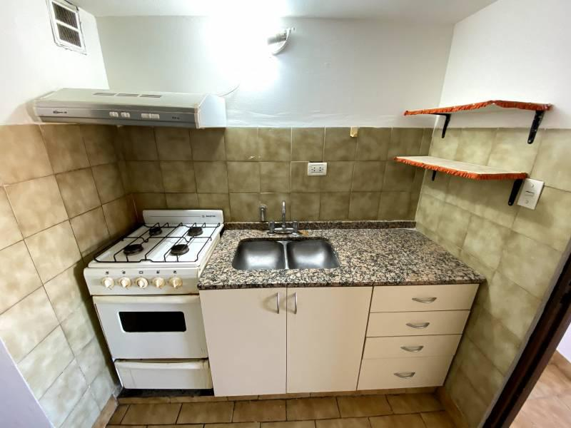 Foto Departamento en Alquiler en  Área Centro Este ,  Capital  Rivadavia al 300