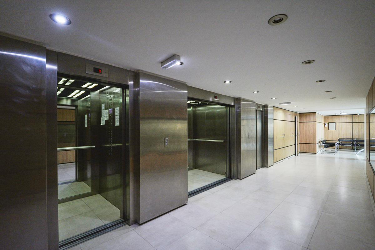 Foto Departamento en Venta en  Monserrat,  Centro  Bernardo de Irigoyen al 600 - 3º piso -Edificio Facultad VII