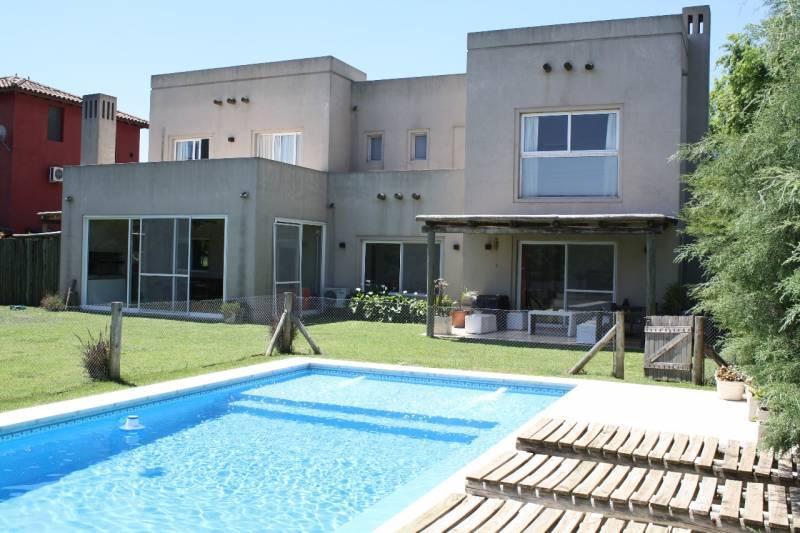 Foto Casa en Alquiler temporario |  en  Talar Del Lago,  Countries/B.Cerrado  corredor Bancalari al 200. Alquiler Temporario apartir de Abril . Talar del lago 1