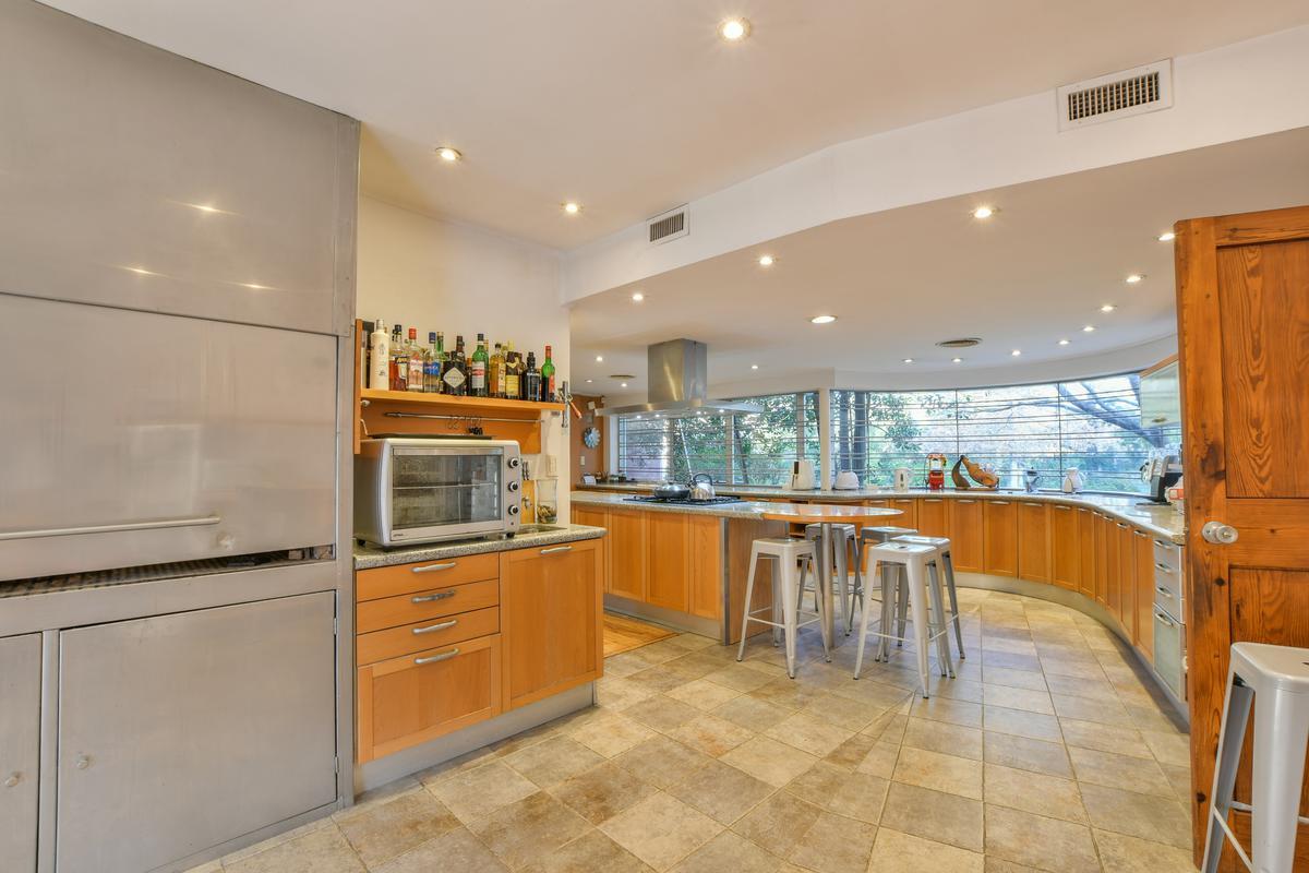 Casa de 4 dormitorios en venta Pileta Gimnasio  Aldea  Fisherton