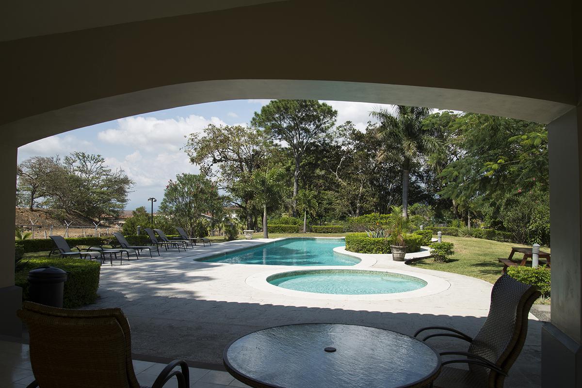 Foto Casa en condominio en Venta en  Santana,  Santa Ana  Santa Ana Centro/ Casa bifamiliar/ 780m2 terreno/ 180m2 de jardín/ Moderna