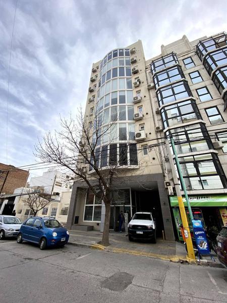Foto Oficina en Alquiler en  Área Centro Este ,  Capital  Alberdi al 200