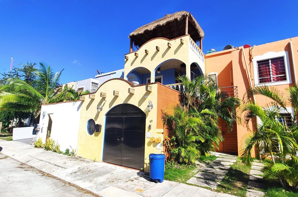 Foto Casa en Venta en  Las Palmas,  Solidaridad  Casa en Venta en Playa del Carmen con Piscina propia