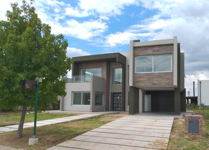Foto Casa en Venta en  Los Naranjos,  Countries/B.Cerrado (E. Echeverría)  Venta - Casa financiada en Los Naranjos