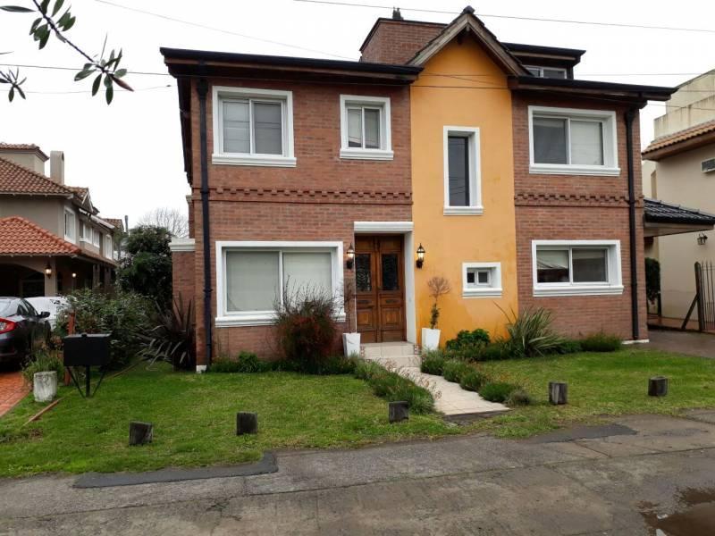 Foto Casa en Venta en  Venado,  Countries/B.Cerrado (E. Echeverría)  SARGENTO CABRAL al 100