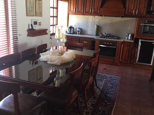 Foto Casa en Venta en  Tumbaco,  Quito           Casa de lujo, independiente, 3 dormitorios, un solo andar